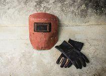 Schweißerkleidung - Schild und Handschuhe